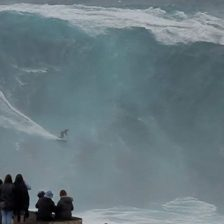 cropped-nazare_crowd.jpg